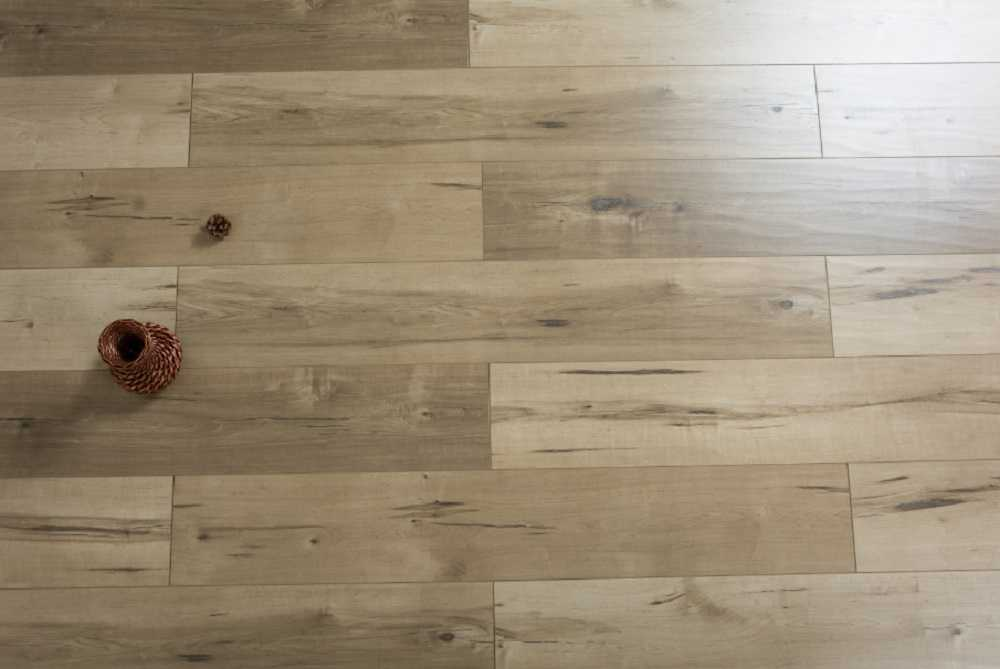 Bronco EIR 12 mm Thick x  7.72 in. Width x 47.83 in. Length HDF Laminate Flooring (15.38 sq. ft/ case)